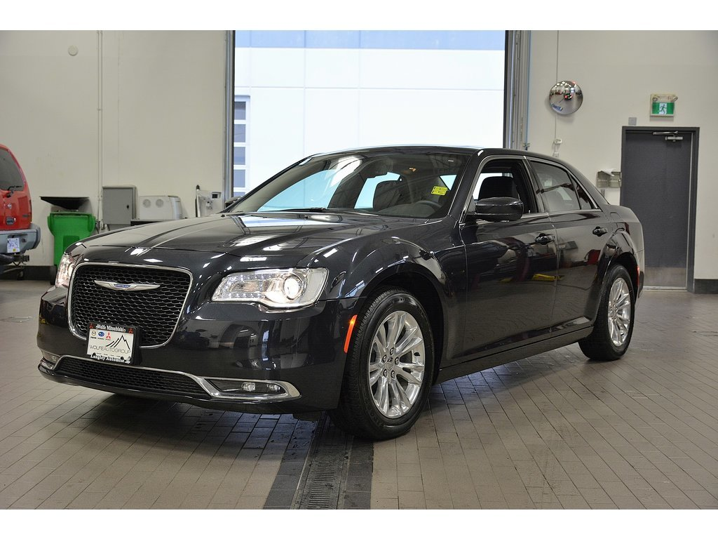 the best attitude 11b1a dd2ce 2017 Chrysler 300 Touring Leather Navi Panoramic Roof   20xxxkms RWD